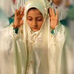 pray in iran-shia muslims-Pray between shia muslims-a girl in pray-a little girl on pray