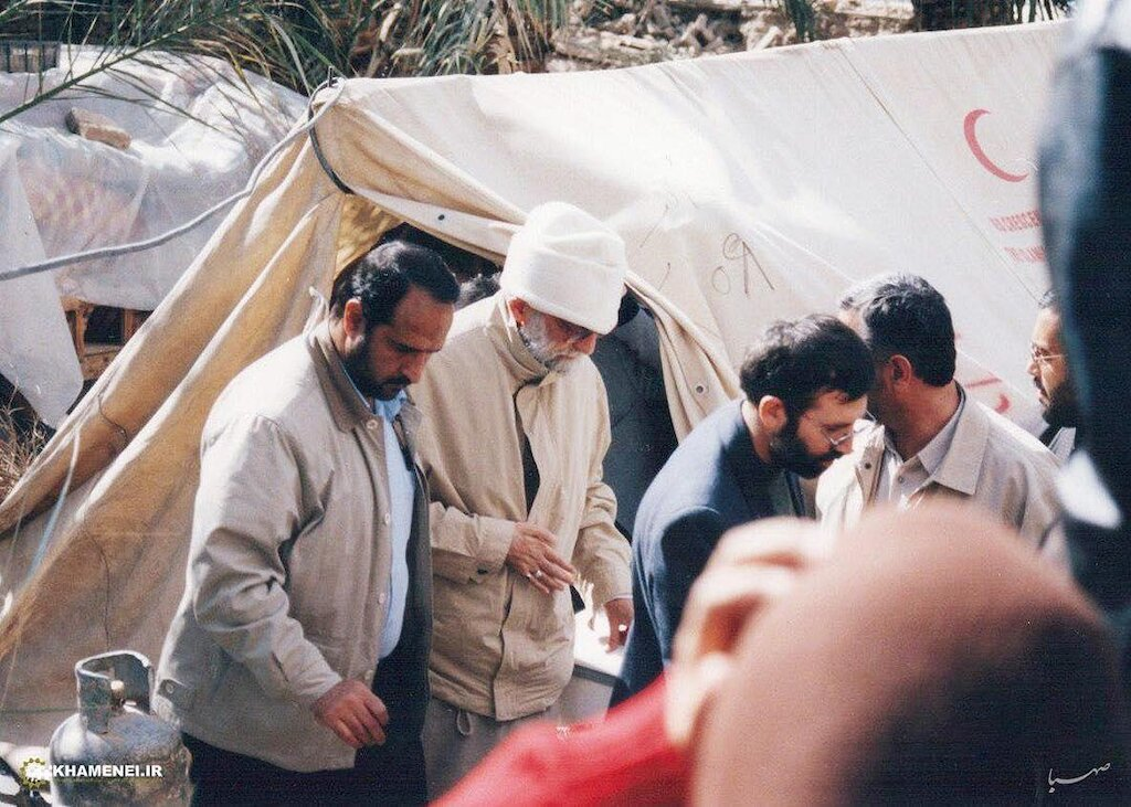 Ayatollah Khamenei's unannounced visit to earthquake victims to oversee officials' measures