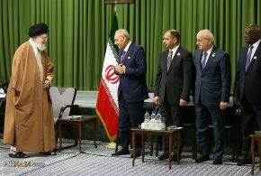 Photos: Imam Khamenei in a meeting with participants in 13th PUIC Conference